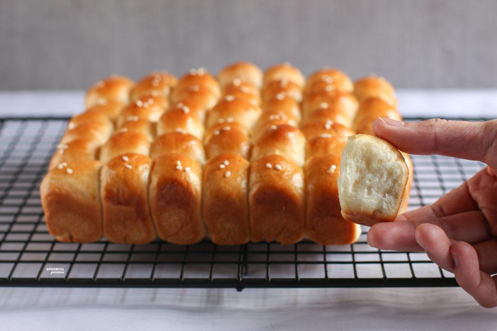 One-bite dinner roll