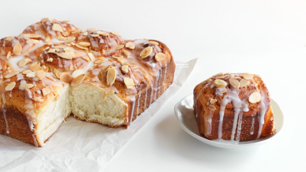 Almond sweet roll